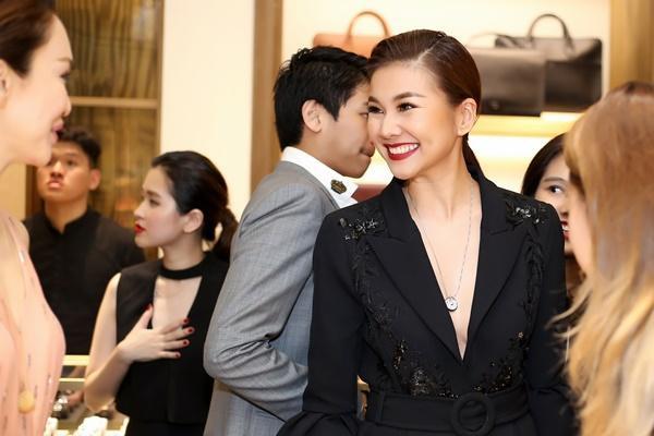 Thanh Hằng mặc đồ 3 tỷ đẹp sang chảnh hội ngộ sao quốc tế Phạm Văn Phương-5