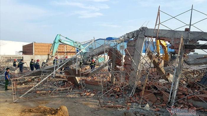 Sập công trình xây dựng ở Đồng Nai, 10 người chết, nhiều người bị vùi lấp