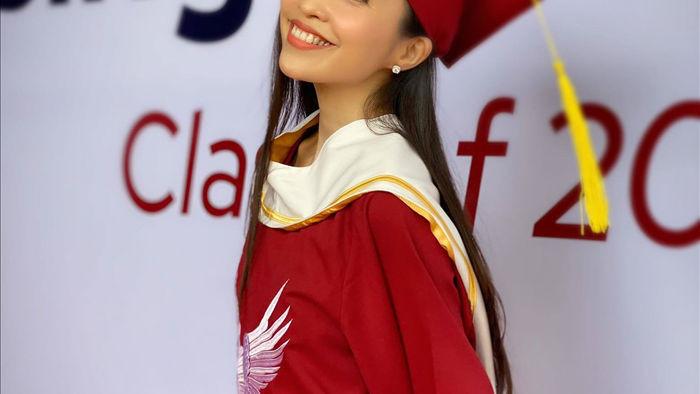 Hoa hậu Lương Thuỳ Linh đến viếng bé trai tử vong vì cây phượng đè