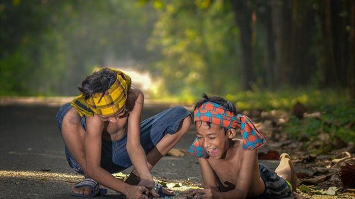 Những bức ảnh kể về niềm vui của trẻ em Việt Nam và trẻ em thế giới - 15