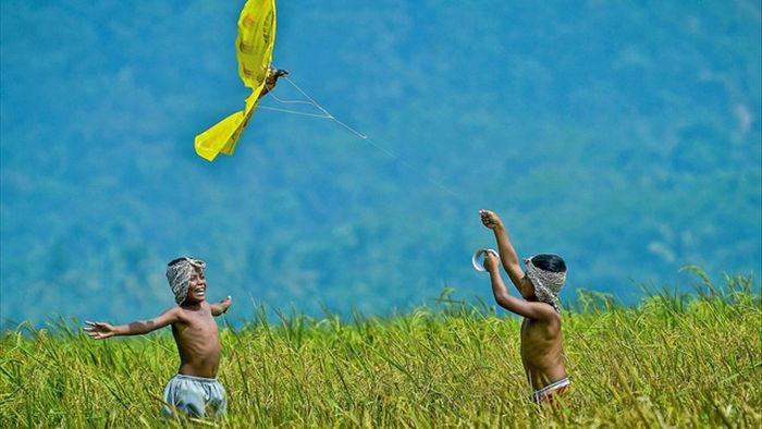 Những bức ảnh kể về niềm vui của trẻ em Việt Nam và trẻ em thế giới - 26