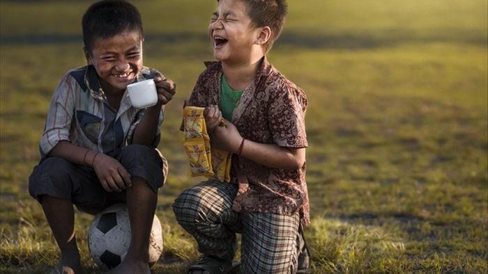 Những bức ảnh kể về niềm vui của trẻ em Việt Nam và trẻ em thế giới - 29