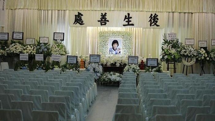 Lưu Đức Hoa cùng dàn sao TVB viếng vợ Huỳnh Nhật Hoa