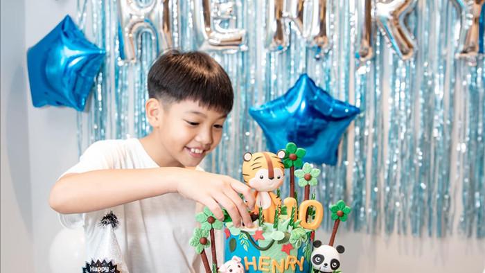 Vợ chồng Cường Đô La hạnh phúc trong tiệc sinh nhật con trai