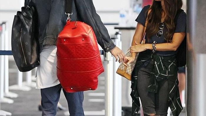 Megan Fox ôm chặt bồ trẻ tại sân bay - 6