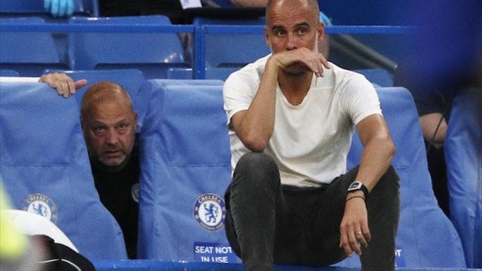 """Man City chuyển giao """"vương miện"""" cho Liverpool theo cách nào? - 1"""