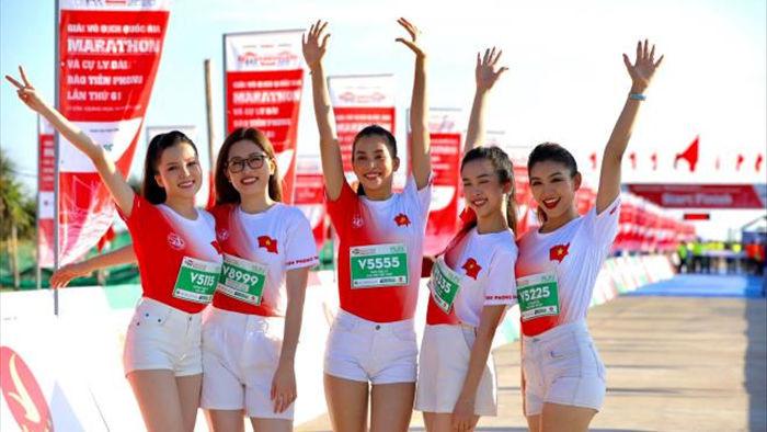 Hoa hậu Trần Tiểu Vy khoe dáng trên đường chạy giữa đại dương - 3