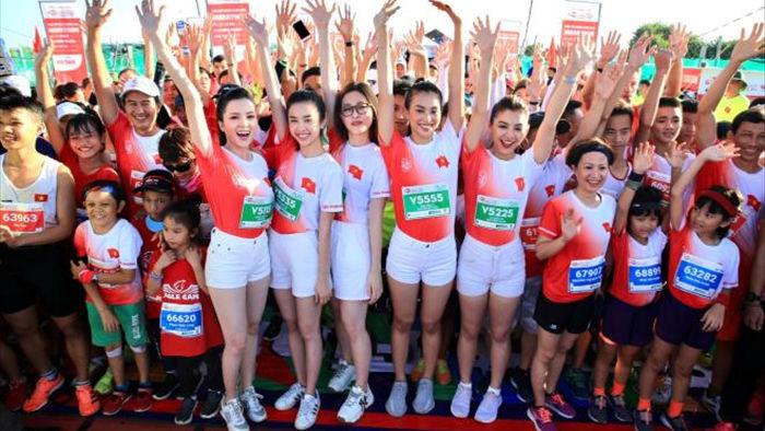 Hoa hậu Trần Tiểu Vy khoe dáng trên đường chạy giữa đại dương - 4