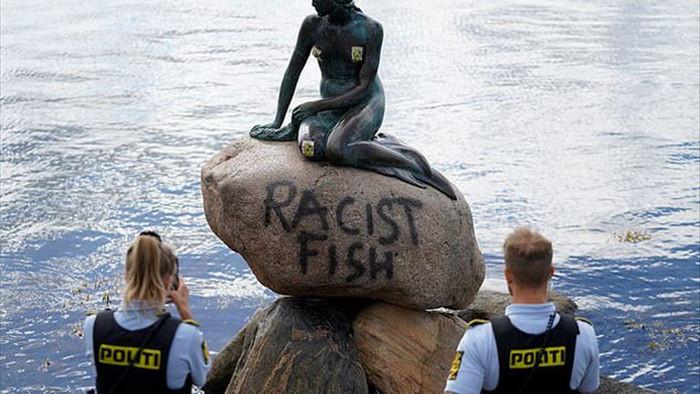 Tượng nàng tiên cá nổi tiếng của Đan Mạch lại bị tấn công - 1