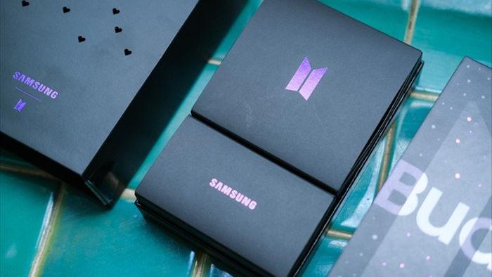 Mở hộp tai nghe Galaxy Buds+ phiên bản BTS: Hộp sản phẩm to bất ngờ, bóc mỏi tay mới biết có nhiều quà kèm theo dành cho A.R.M.Y - Ảnh 3.
