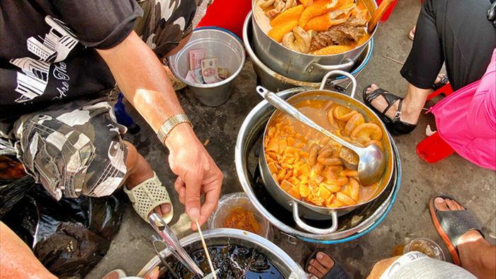 Hàng phá lấu 30 năm nổi tiếng đắt nhất Sài Gòn ở khu chợ Lớn nay đã vượt mốc hơn nửa triệu/kg, vẫn độc quyền mùi vị và khách tứ phương đều tìm tới ăn - Ảnh 16.