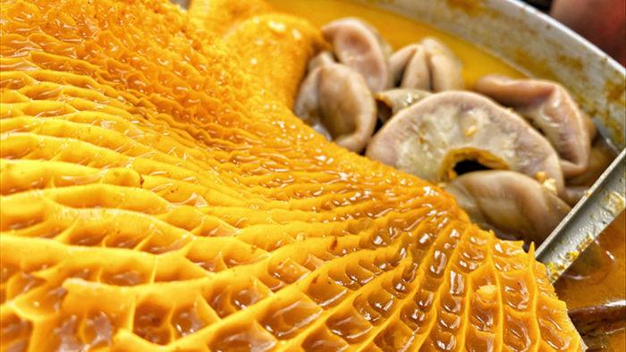 Hàng phá lấu 30 năm nổi tiếng đắt nhất Sài Gòn ở khu chợ Lớn nay đã vượt mốc hơn nửa triệu/kg, vẫn độc quyền mùi vị và khách tứ phương đều tìm tới ăn - Ảnh 2.