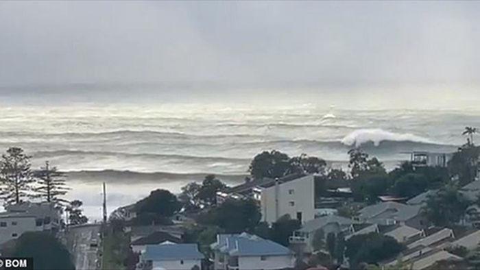 Video: Ngư dân hoảng hồn thấy vòi rồng khổng lồ xuất hiện gần Sydney - 7