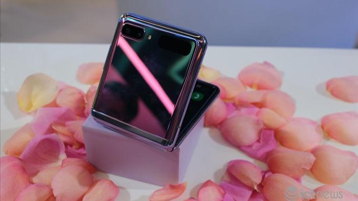 Chọn smartphone màu sắc độc lạ, giá từ bình dân đến cao cấp