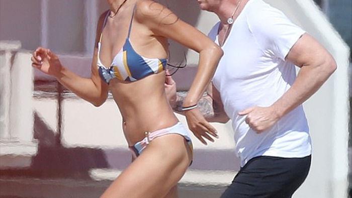 Hoa hậu Thụy Điển Victoria Silvstedt vẫn gợi cảm ở tuổi 46 - 6