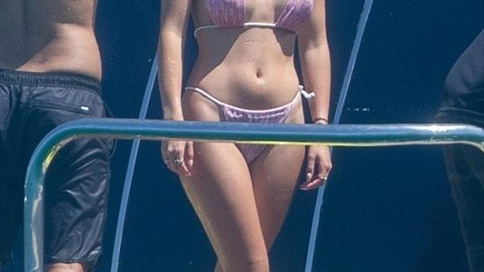 Hoa hậu Thụy Điển Victoria Silvstedt vẫn gợi cảm ở tuổi 46 - 7