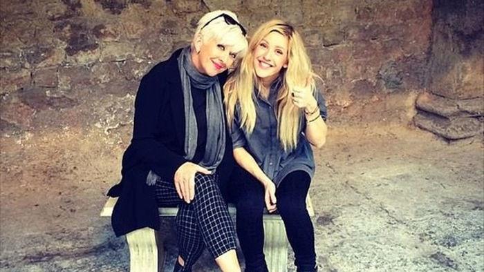 Ellie Goulding tiết lộ quan hệ với mẹ đẻ đã rạn nứt - 1