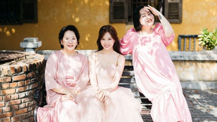Hari Won tiết lộ hiếm hoi về mẹ đẻ  - 20