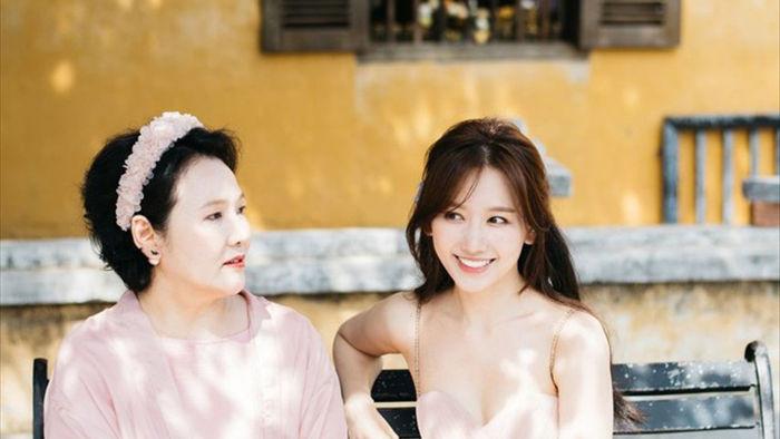 Hari Won tiết lộ hiếm hoi về mẹ đẻ  - 2
