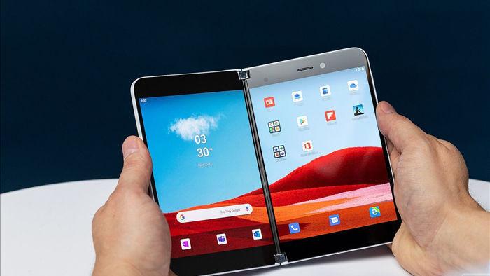 Smartphone màn hình kép của Microsoft đã sẵn sàng lên kệ?