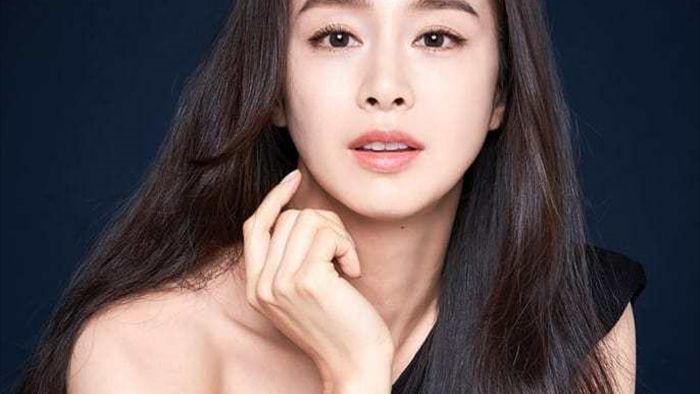 Kim Tae Hee trẻ đẹp như gái đôi mươi dù đã có 2 con