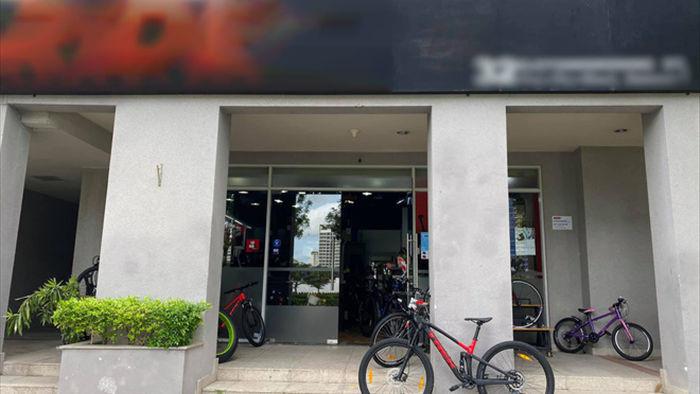 Sau tin đồn bán Porsche 911, doanh nhân Nguyễn Quốc Cường tậu... xe đạp địa hình giá 70 triệu đồng - Ảnh 2.