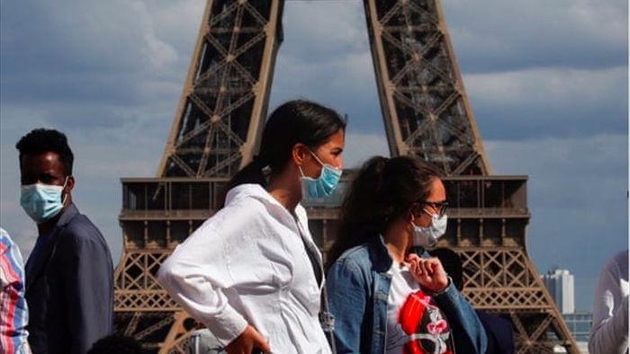 Số liệu toàn cầu báo động về người trẻ nhiễm Covid-19, Pháp nguy cơ 'thất thủ'