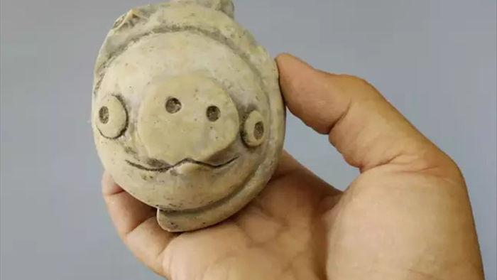 Món đồ chơi cổ đại 3000 năm tuổi giống hệt chú lợn trong Angry Birds - Ảnh 1.