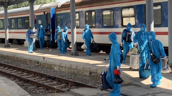 Gần 80 khách Trung Quốc nhập cảnh Việt Nam, đi tàu hỏa đến Quảng Ngãi - 2