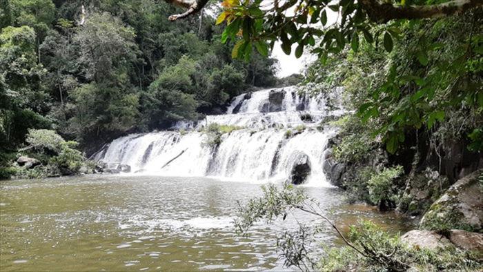 Say đắm với vẻ đẹp của thác Kon Bông giữa rừng xanh - 1