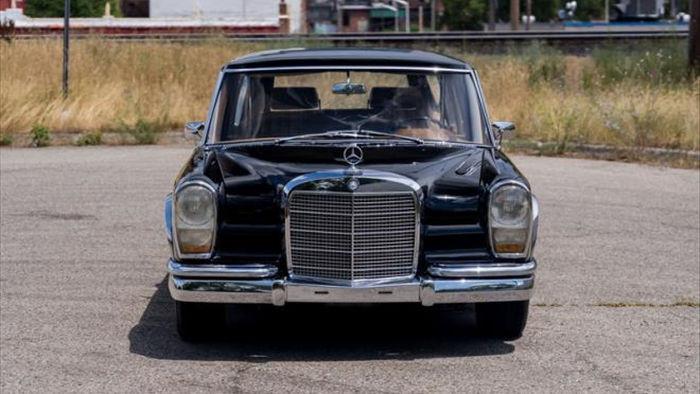 Limousine của cựu Ngoại trưởng Trung Quốc được rao bán - 1