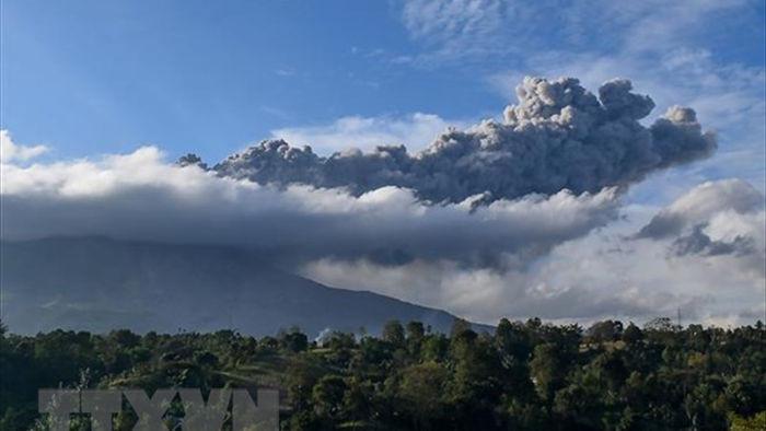 Indonesia: Nui lua Sinabung phun trao tro lai sau mot loat tieng no hinh anh 1