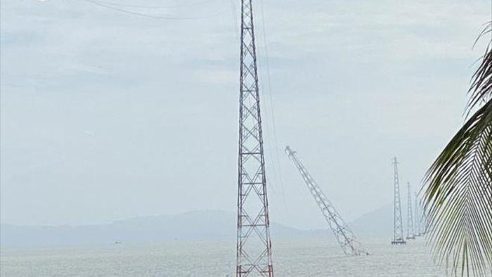Trụ điện trên biển bị đâm nghiêng, đảo Hòn Tre ở Kiên Giang bị ngắt điện - 1