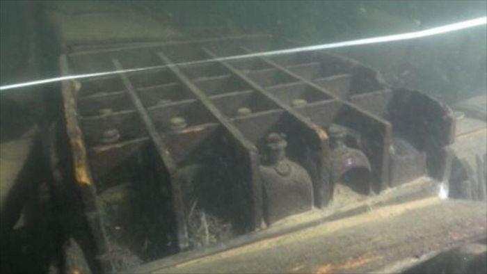 Xác tàu đắm từ thế kỷ XVIII chứa đầy các chai thuỷ tinh bí ẩn - 1