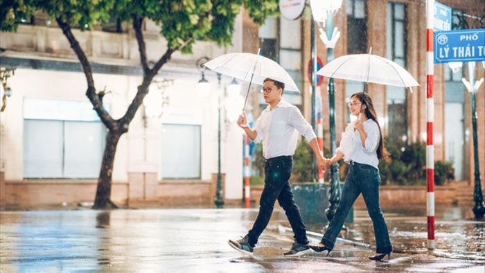 Ngắm Hà Nội lãng mạn trong mưa qua bộ ảnh của cặp đôi trẻ - 3