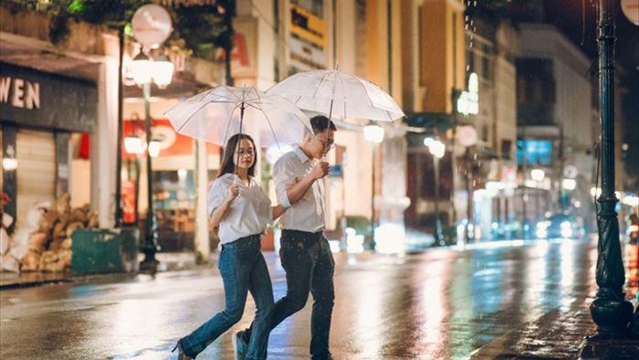 Ngắm Hà Nội lãng mạn trong mưa qua bộ ảnh của cặp đôi trẻ - 10