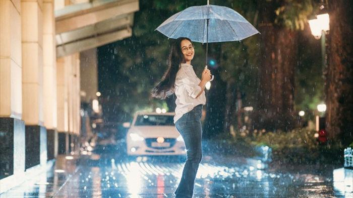 Ngắm Hà Nội lãng mạn trong mưa qua bộ ảnh của cặp đôi trẻ - 4