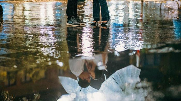 Ngắm Hà Nội lãng mạn trong mưa qua bộ ảnh của cặp đôi trẻ - 2