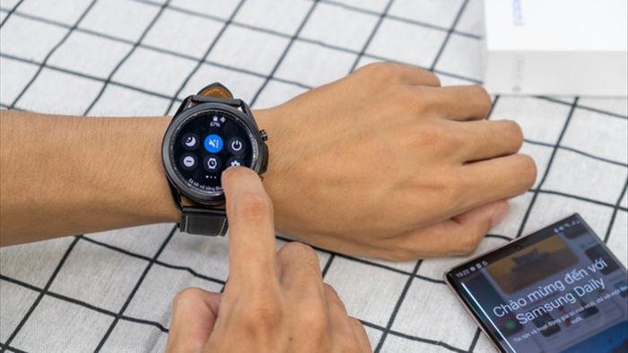 Mở hộp Galaxy Watch 3, so sánh cùng đối thủ Apple Watch - 12