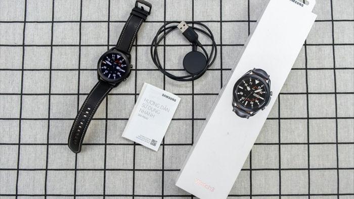 Mở hộp Galaxy Watch 3, so sánh cùng đối thủ Apple Watch - 2