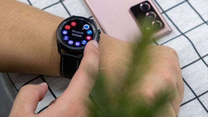 Mở hộp Galaxy Watch 3, so sánh cùng đối thủ Apple Watch - 4