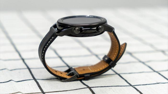 Mở hộp Galaxy Watch 3, so sánh cùng đối thủ Apple Watch - 6