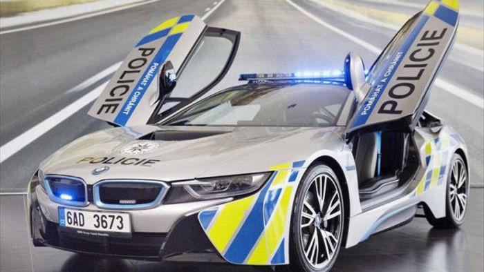 Loạt siêu xe sang chảnh của cảnh sát các nước trên thế giới - 5
