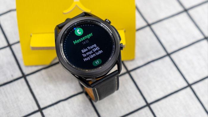 Mở hộp Galaxy Watch 3, so sánh cùng đối thủ Apple Watch - 5