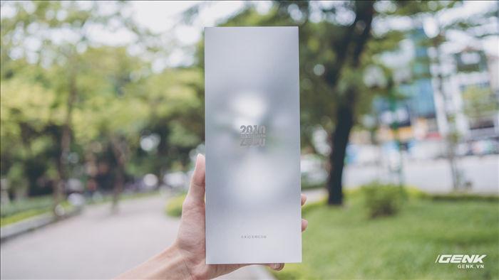 Trên tay Xiaomi Mi 10 Ultra: Camera zoom 120X, sạc 120W nhanh nhất thế giới, giá gần 20 triệu đồng - Ảnh 1.