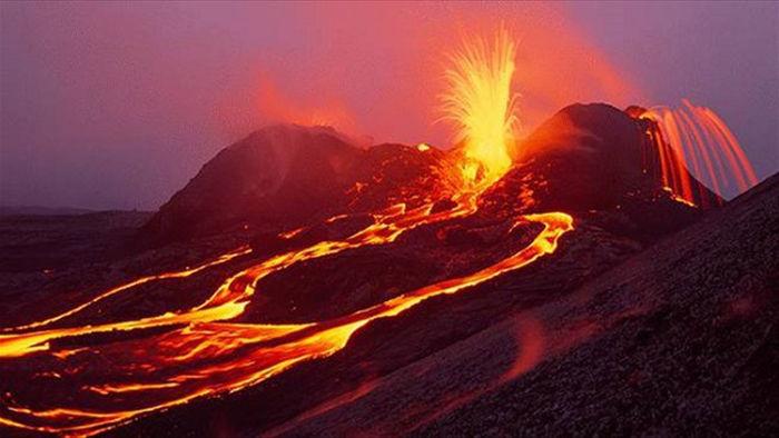 Hồ nước nóng với nhiệt độ cao khác thường có thể gây bỏng da - 1