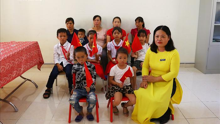 Xúc động lễ khai giảng của 2 thầy cô và 7 học trò giữa đảo tiền tiêu Tổ quốc - 4