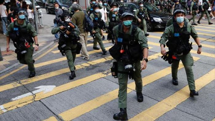 Biểu tình phản đối hoãn bầu cử ở Hong Kong, ít nhất 90 người bị bắt - 1
