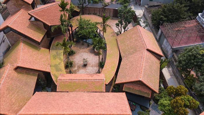 """Bên trong biệt phủ rộng 700m2 như """"làng quê Bắc Bộ"""" thu nhỏ ở Hà Nội - 1"""