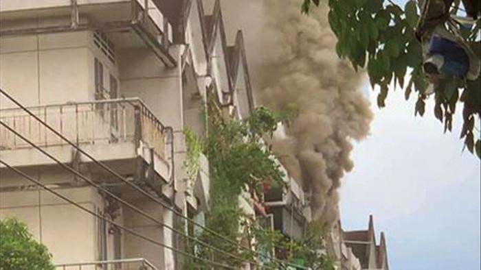 Cháy chung cư ở Sài Gòn, nhiều người hoảng loạn tháo chạy - 2